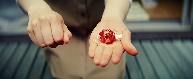 リンツ 「ショコラ。それ以上のものを。」
